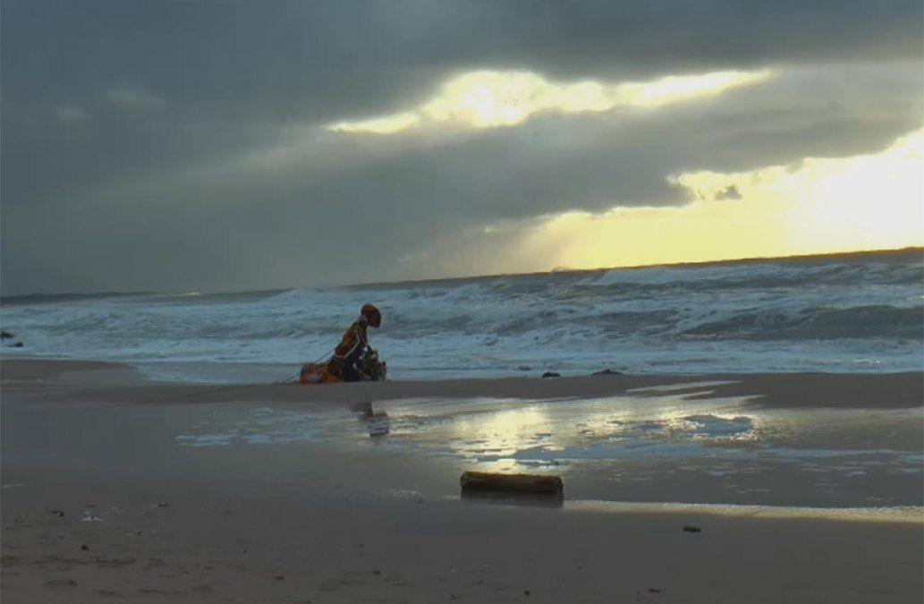 Apareció el cuerpo del instructor argentino que cayó en el océano con su parapente