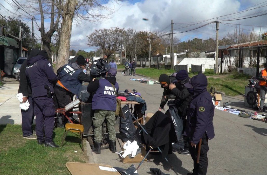 Incautaron miles de medicamentos y cigarrillos de contrabando en feria vecinal