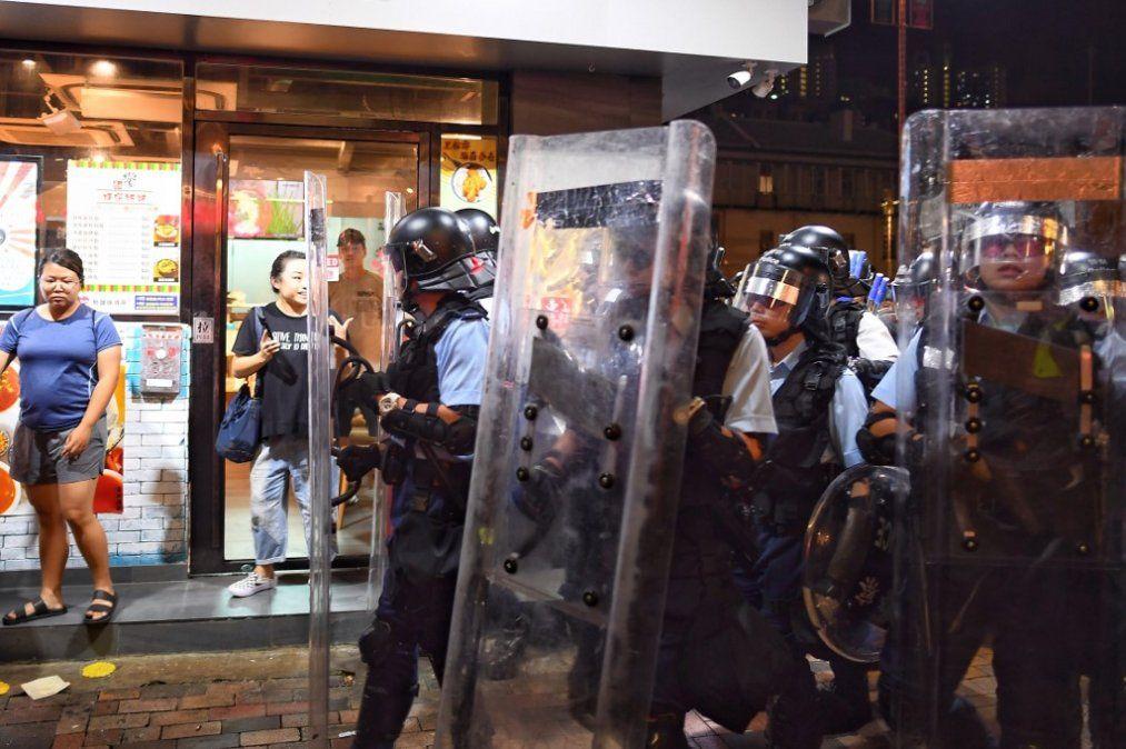 Grupo Pro-Democracyprotesta en el área conocida como Sham Shui Po Area en Hong Kong