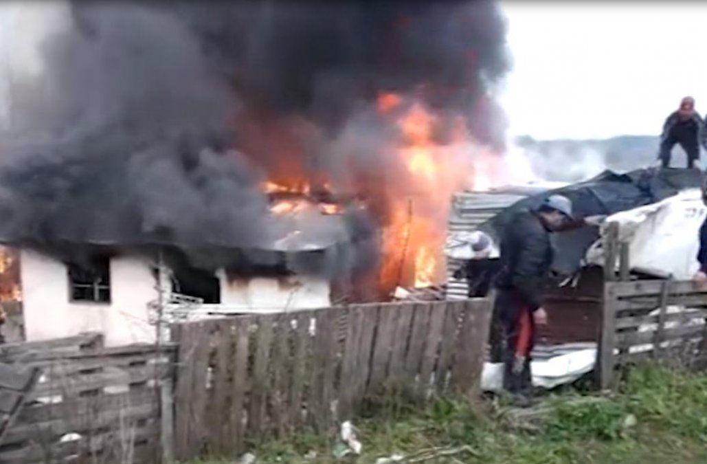 Incendio afectó tres casas precarias y una niña sufrió quemaduras graves