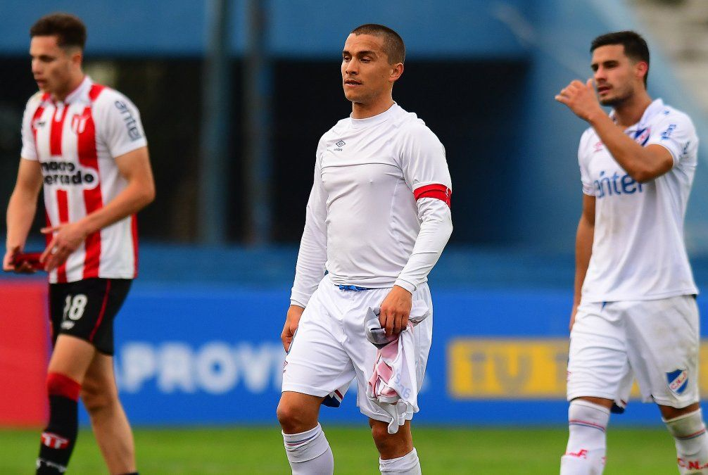 La decepción de Sebastián Fernández tras el pitazo final. Nacional empató 1 a 1 ante River