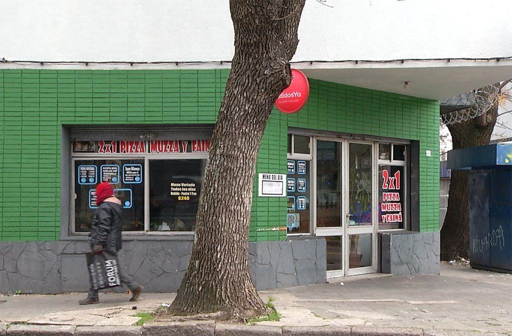 Un hombre fue atacado a balazos cuando salía de una pizzería en La Comercial