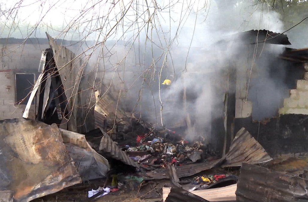 Familia con cinco niños se quedó sin nada tras el incendio de su vivienda