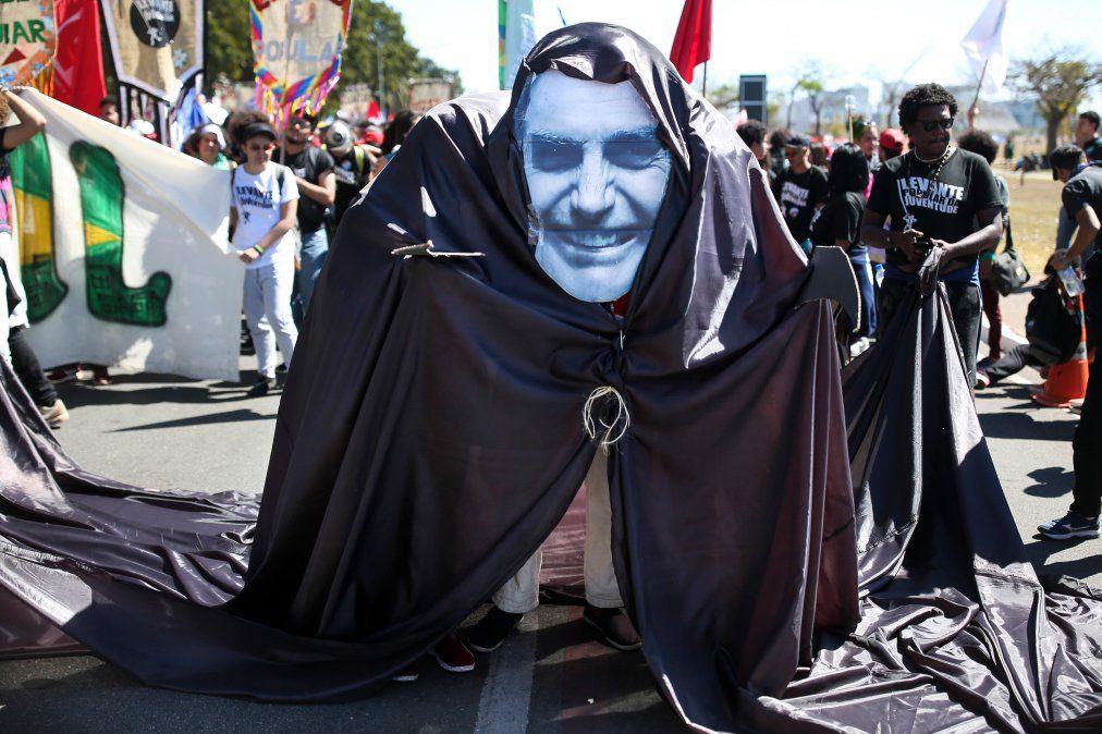 Protesta por la reforma educativa y de la seguridad social en Brasilia. Julio