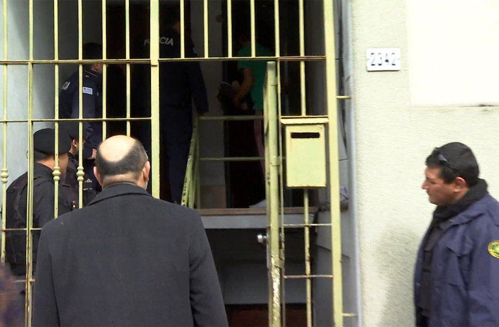 Desalojaron a un grupo de ocupantes de un apartamento en la zona del Cordón