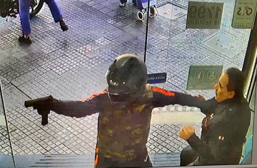 Asalto y persecución frente a la Universidad tras robar una financiera en 18 de Julio