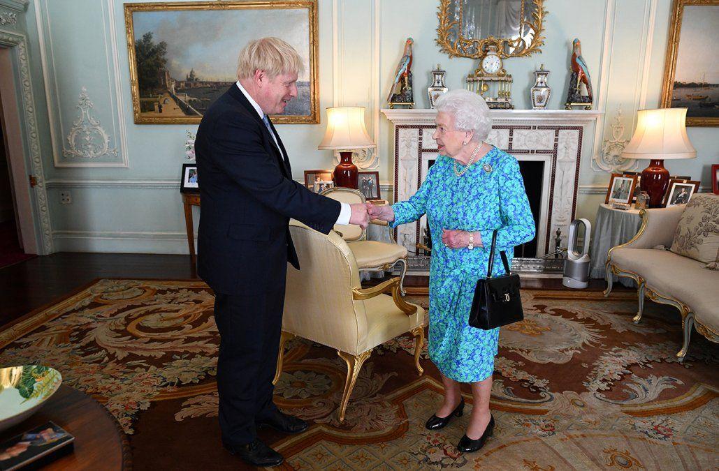 Johnson y Elizabeth II se verán en Escocia para hablar del receso parlamentario más largo en 400 años