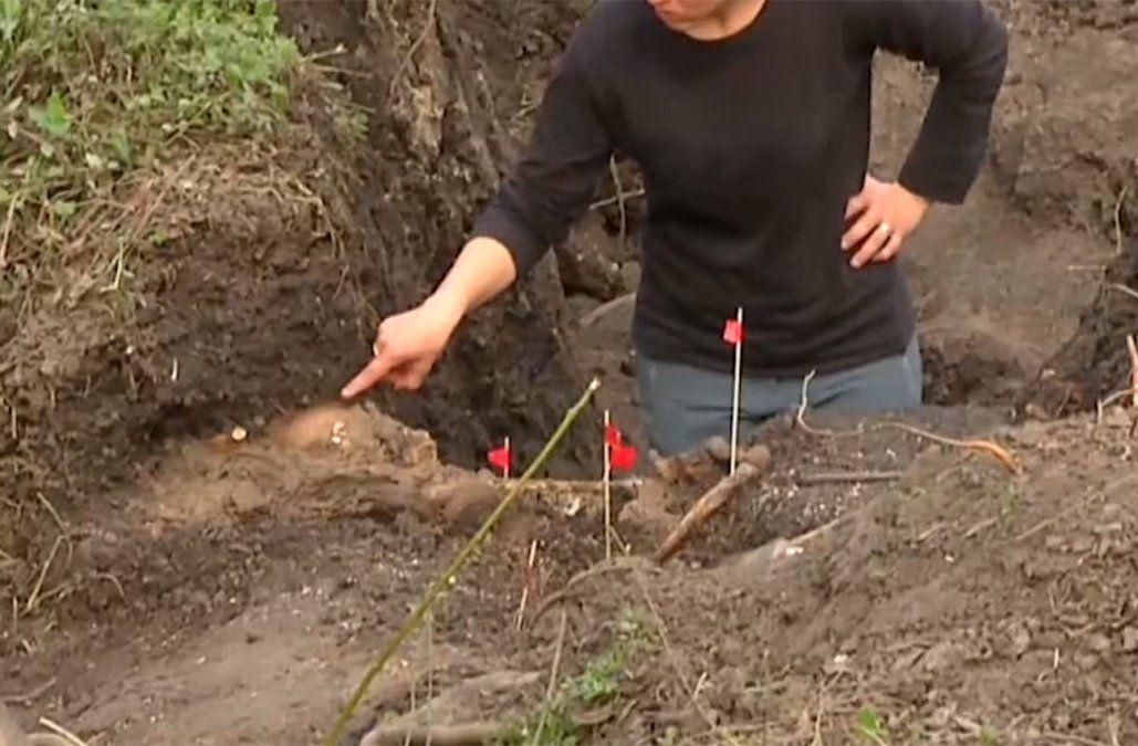 Así estaba el cuerpo completo hallado en el Batallón 13, cubierto de cal y poco profundo