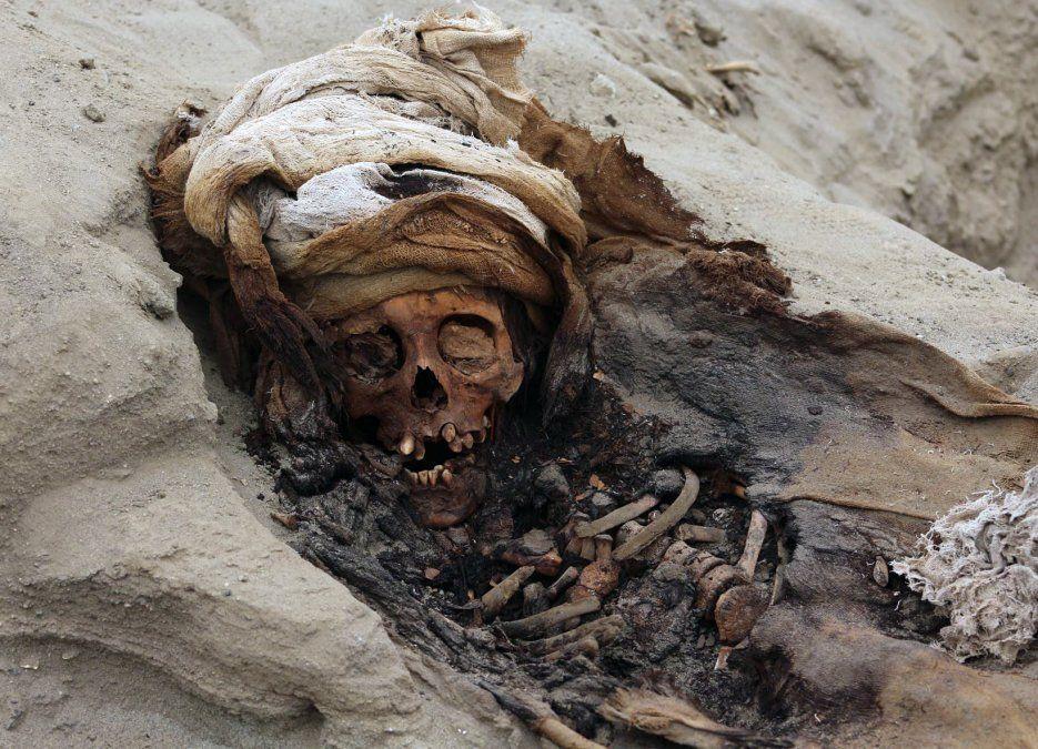 Imagen de los restos de uno de los 227 niños sacrificados en un ritual de la cultura pre colombina Chimu
