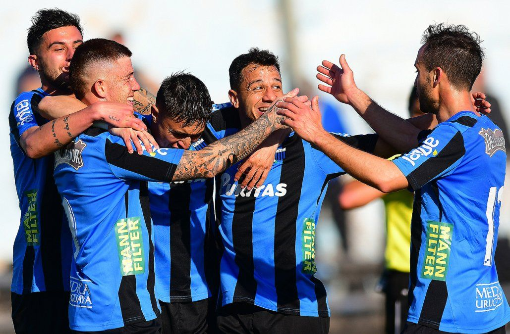 Liverpool goleó a Plaza 3-0 y es finalista del Intermedio 2019