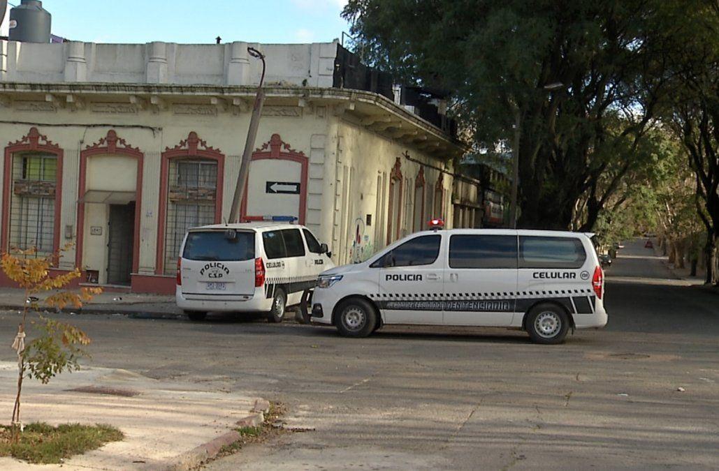 Confundió cartel de No estacionar con Pare y chocó una camioneta policial