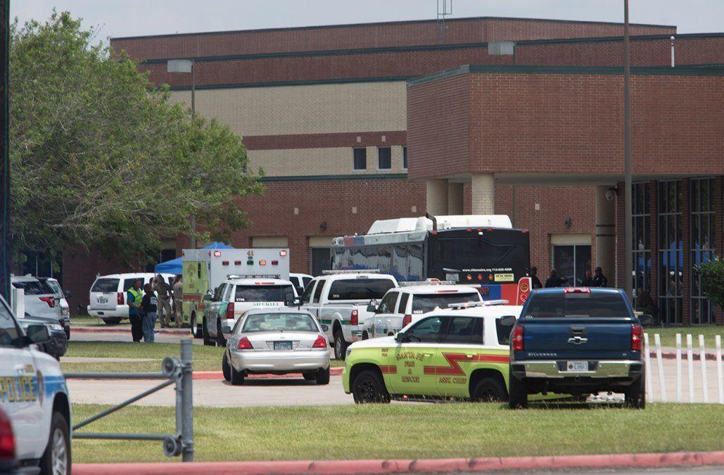 Número de víctimas de tiroteo en Texas aumenta a siete