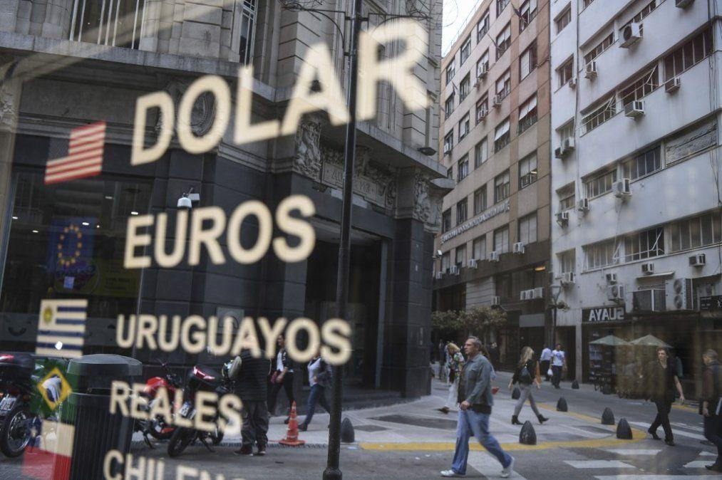 Gobierno de Macri lanza medidas de control de cambio en Argentina para calmar mercados