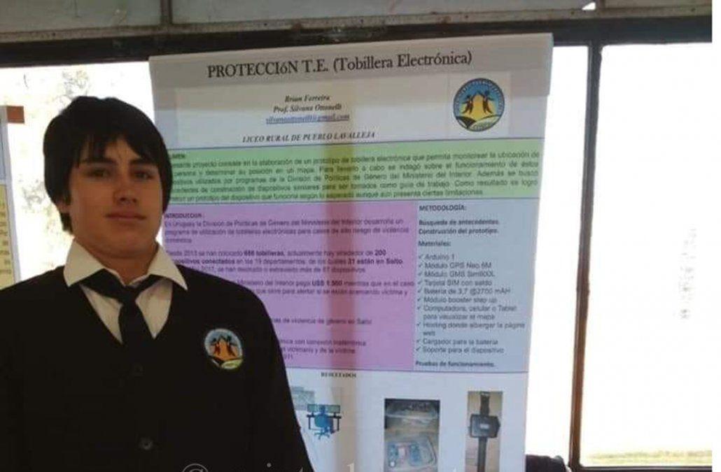 El salteño Brian Ferreira presentando su proyecto de tobillera electrónica