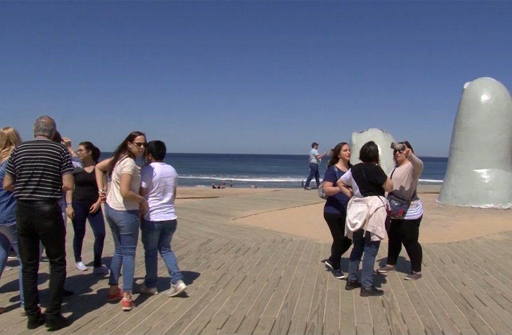 Dólar turista: Argentina aplicará impuesto de 30% a compras y viajes al exterior