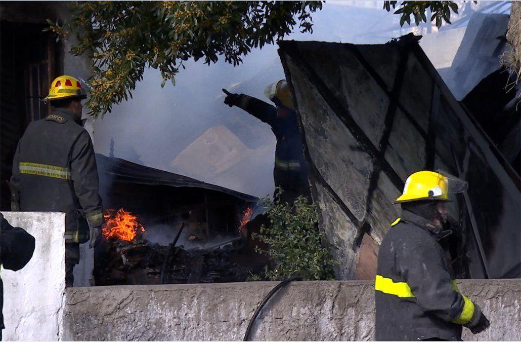 Una mujer murió al incendiarse su casa en el Buceo, y otra debió ser rescatada