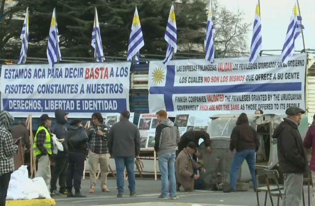 Un Solo Uruguay bloquea el tránsito en el Legislativo y reclama acciones del gobierno