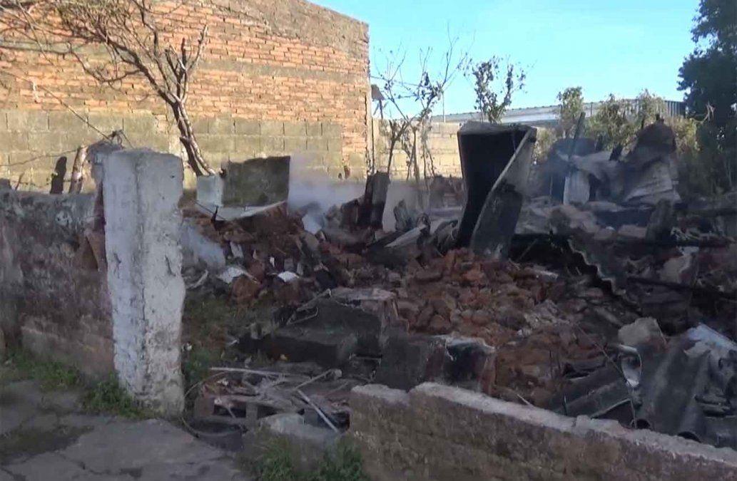 Incendio en una vivienda precaria de Mercedes terminó con un hombre fallecido