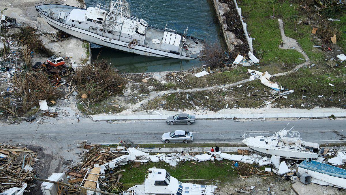 Una vista aérea de los daños del Huracán Dorian en el pierto de Marsh, en la Isla Abaco