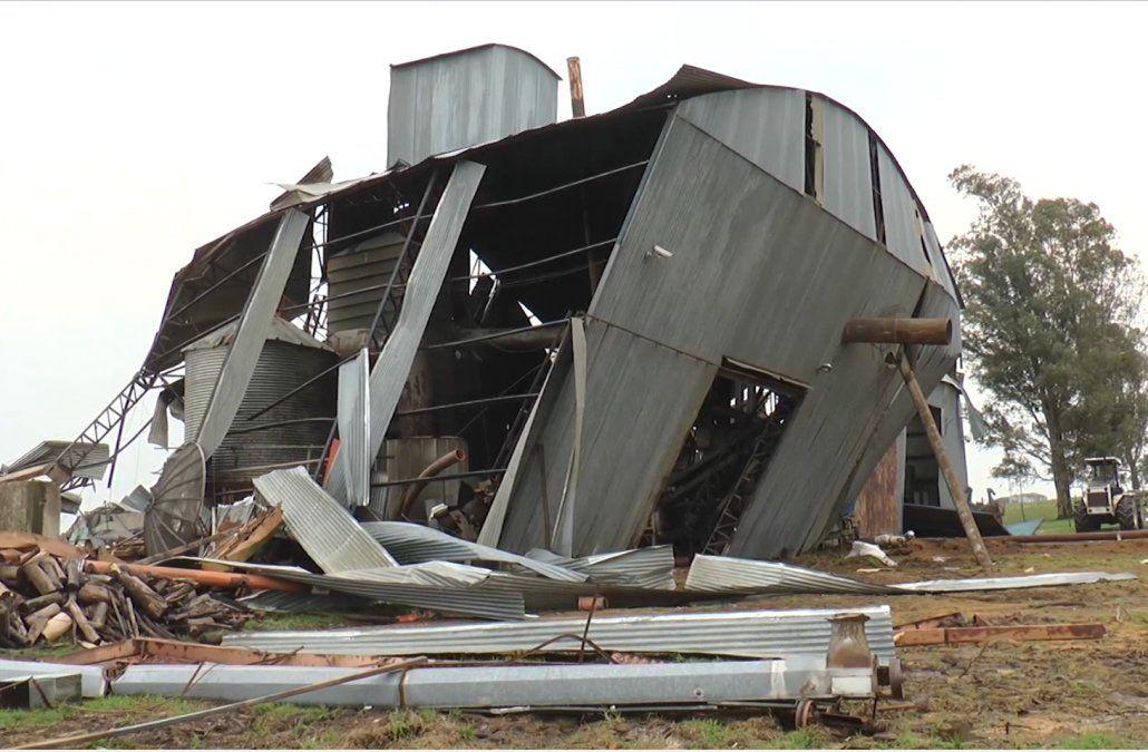 Temporal con vientos muy fuertes dejaron destrozos a todo nivel en Cerro Largo