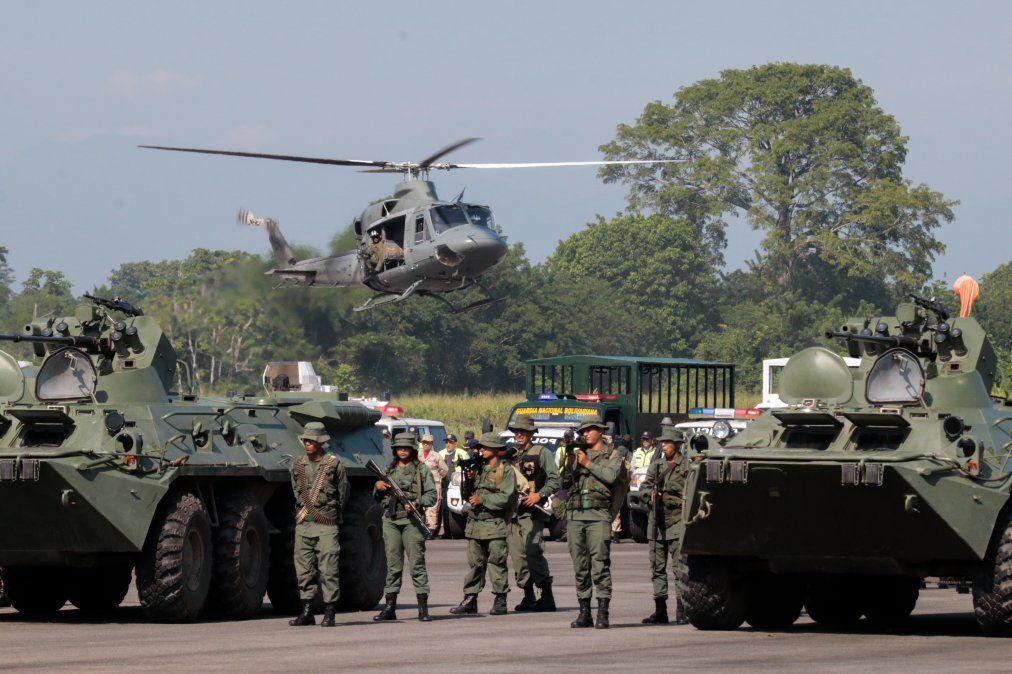 El régimen de Maduro moviliza a 150.000 militares hacia la frontera con Colombia