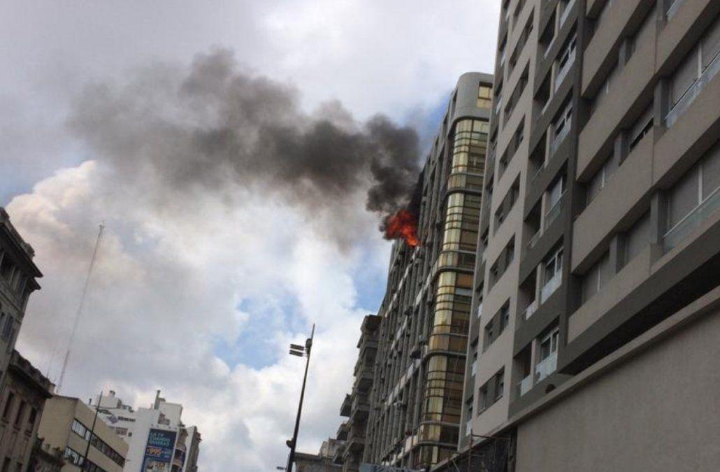 Una mujer falleció al incendiarse su apartamento en un edificio de 18 de Julio y Tacuarembó