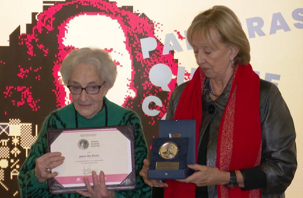 Ministerio de Educación y Cultura le entregó la medalla Delmira Agustini a Ida Vitale
