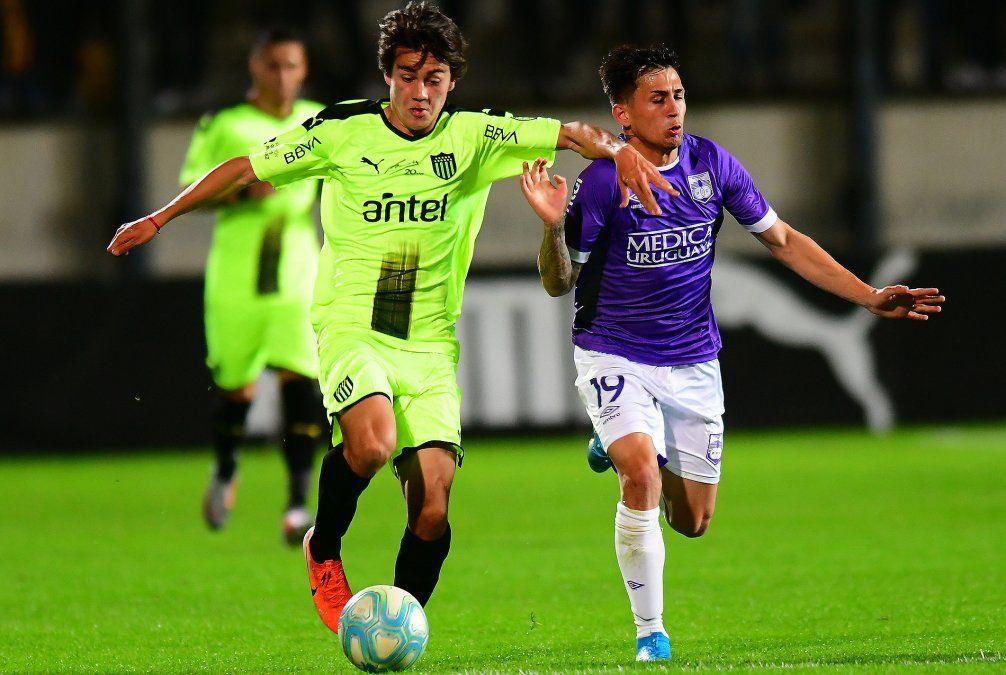 Domingo de fútbol: con 4 partidos se completa la primera fecha del Torneo Clausura.