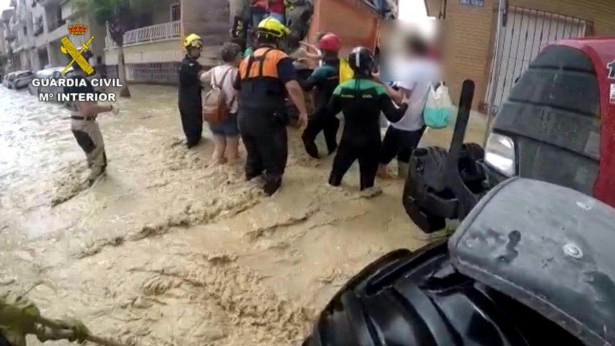 Nuevas evacuaciones en el sureste de España, donde remite la tormenta
