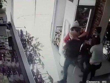 Cuatro ladrones robaron un supermercado por segunda vez en ocho días