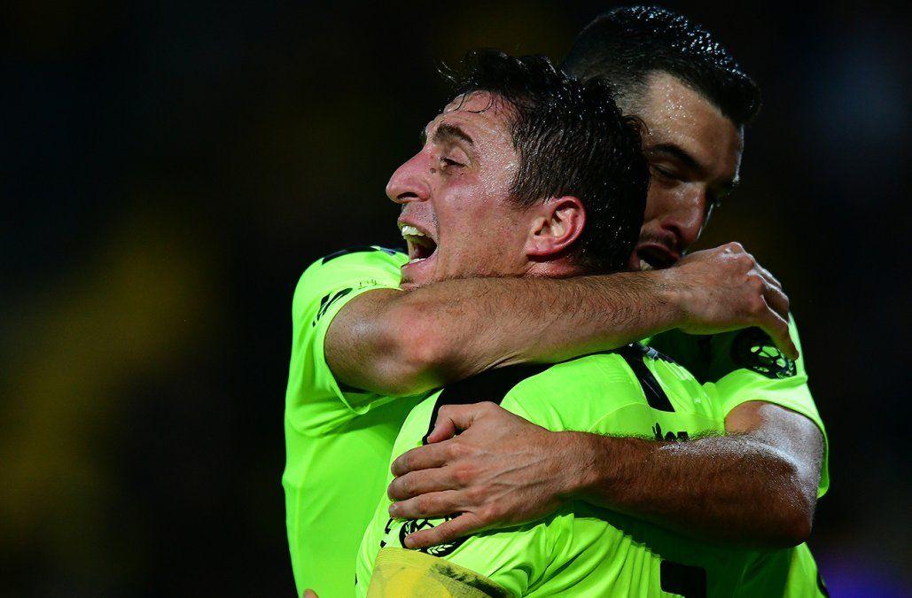 Peñarol se enfrenta a Rampla a las 20:00 en el Estadio Centenario