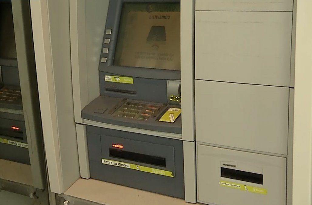 Lo condenaron por robar dinero de cuentas bancarias y lo siguió haciendo desde la cárcel