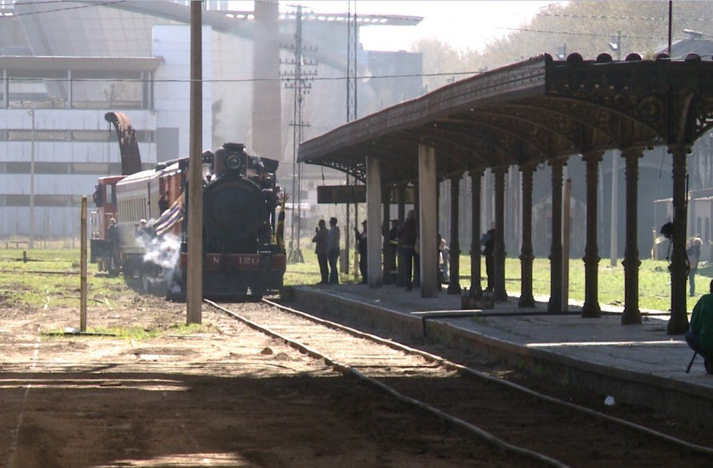 Luego de 16 años, un tren volvió a ingresar a la Estación Central