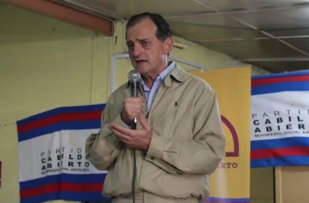 Guido Manini Ríos es licenciado en Historia por la Universidad Católica