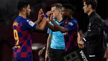 Suárez silbado en el Camp Nou y sustituido por la nueva estrella juvenil Ansu Fati