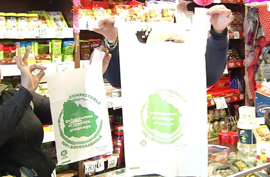 Comenzaron a multar comercios que no usan ni venden las bolsas biodegradables