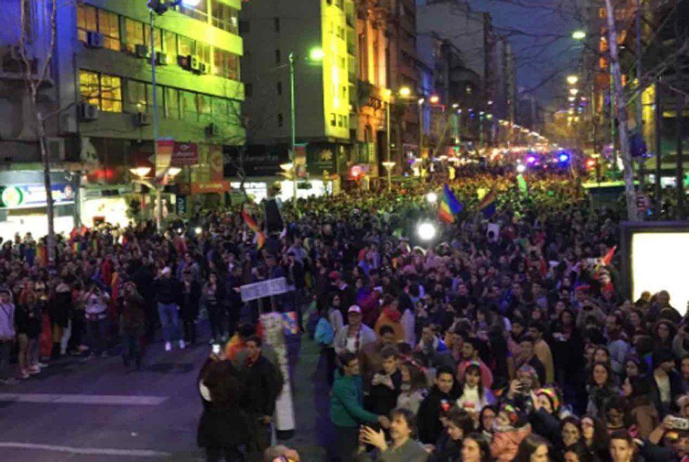 La Marcha de la Diversidad recorrió 18 de julio bajo el lema Al clóset nunca más
