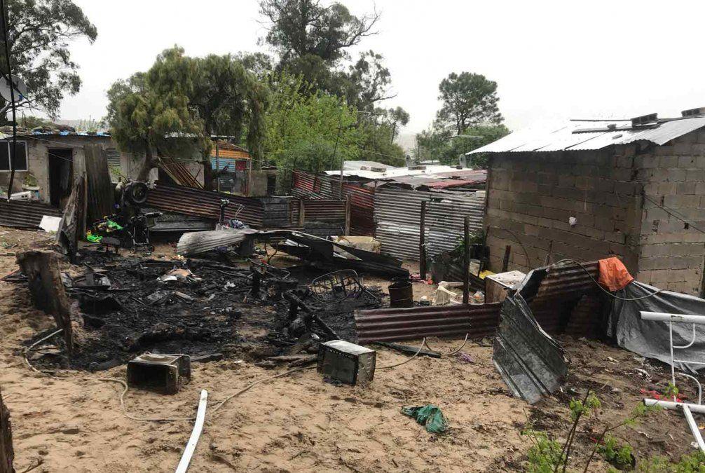 Dos personas murieron calcinadas tras incendio en Pajas Blancas