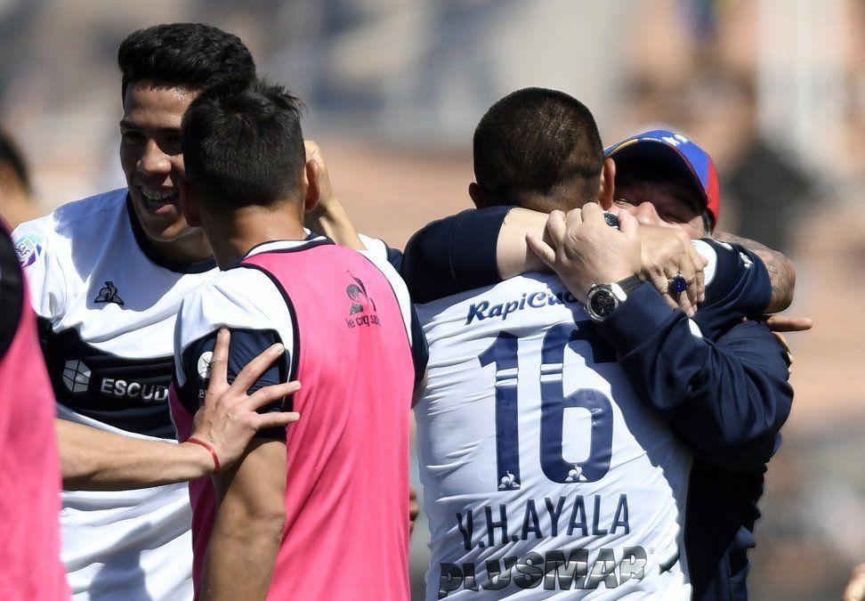 Maradona, tras primer triunfo: No quiero más reconocimientos, quiero puntos