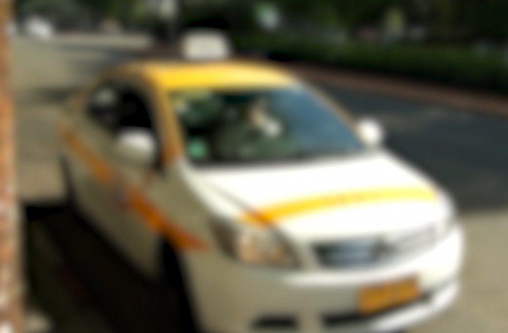 Dos delincuentes asaltaron un taxista y lograron robarle dinero y su celular