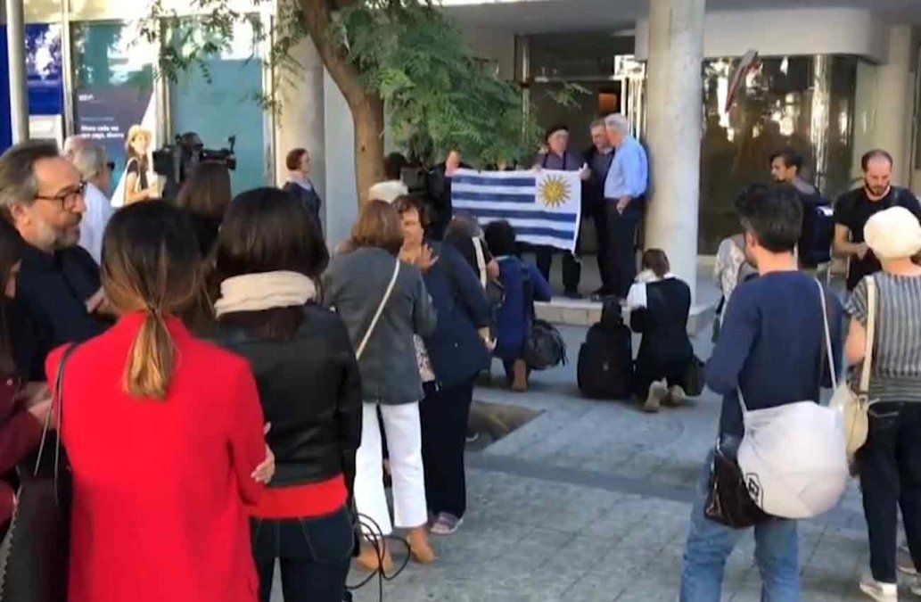 Caso María: unos 60 uruguayos en Barcelona se movilizaron frente al consulado