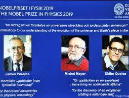 altText(Nobel de Física al canadiense James Peebles y los suizos Mayor y Queloz)}