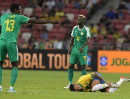 Neymar será baja durante cuatro semanas por lesión, anunció el PSG