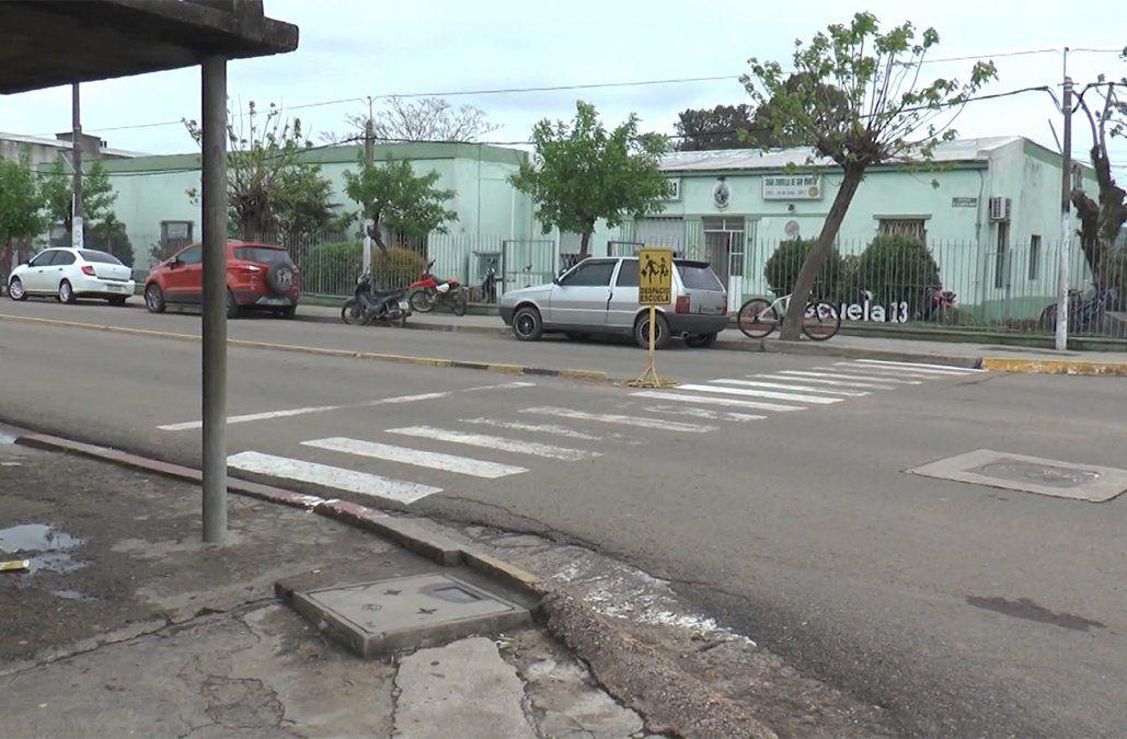 Un hombre murió tras recibir una puñalada; cayó herido frente a una escuela