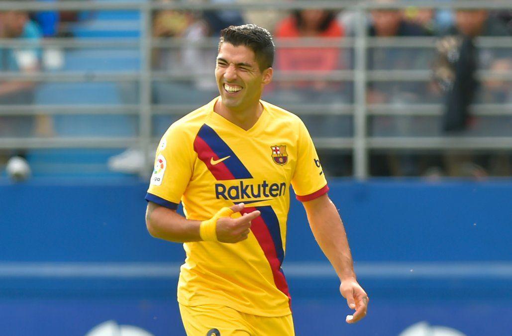 Luis Suárez igualó al español Samitier y ya es el cuarto goleador histórico de Barcelona