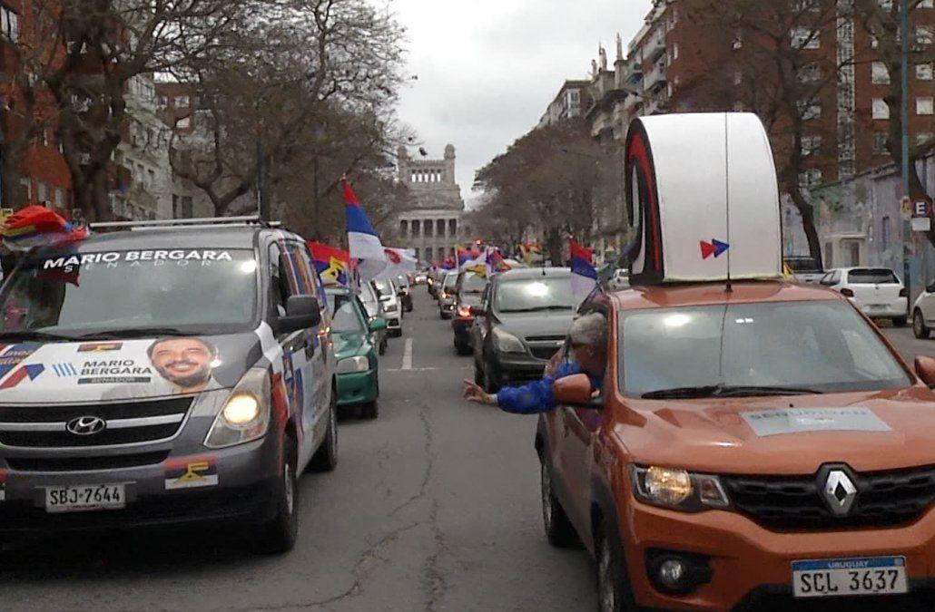 Multitudinaria caravana del Frente Amplio por Montevideo