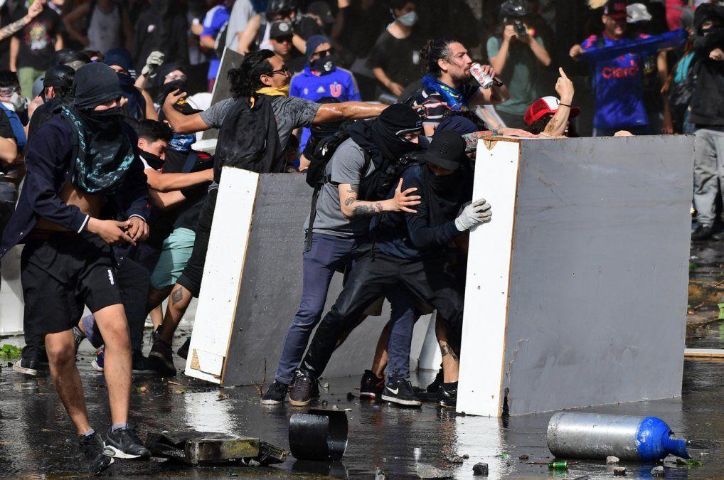 Ejército anuncia toque de queda por cuarto día en medio de protestas