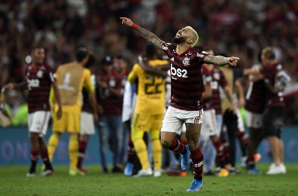 Gabriel Barbosa de Flamengo festeja la goleada ante Gremio. Ahora hay que ganar la llave con River argentino para acceder a la gloria.