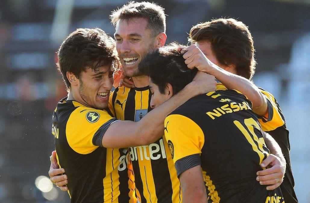 Ganó Peñarol, quedó a 4 puntos de Nacional en el Clausura y a 5 en la Anual