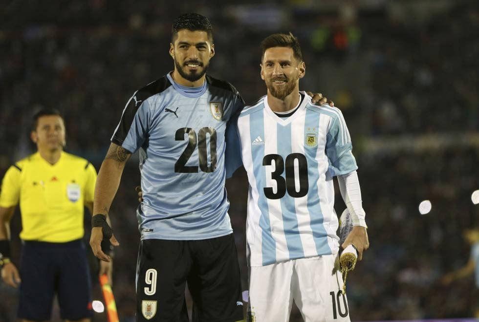 Los amigos del Barcelona Suárez y Messi promocionan el Mundial 2030 antes del partido por Eliminatorias para Rusia.